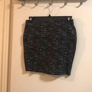 Old navy black & white pull up skirt